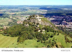 Die Festungsruine Singen Hohentwiel aus der Luft