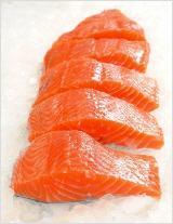 Lachs enthält viel Vitamin D